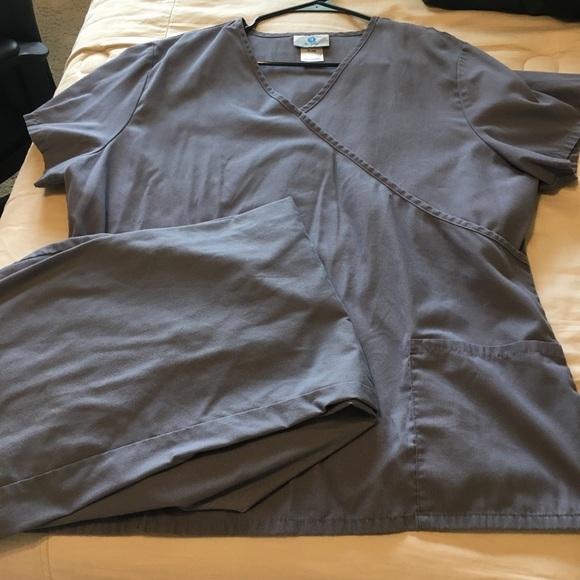 Women's scrubs xlarge top large bottoms